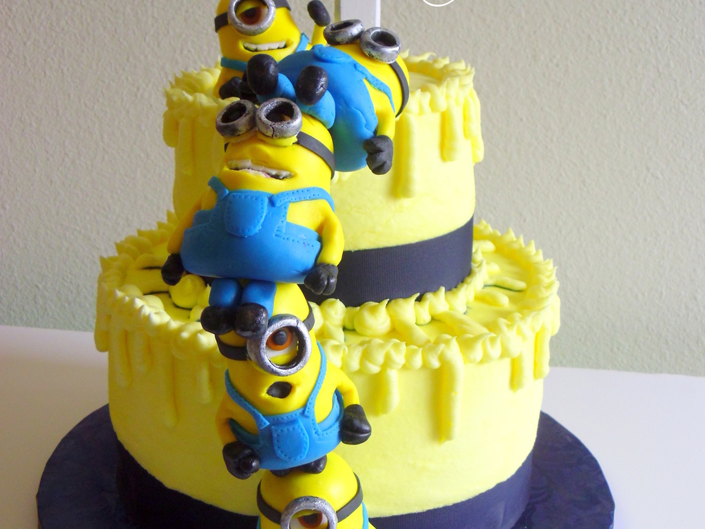 Despicable Me Cake With Stacked Mmf Minions CakeCentralcom