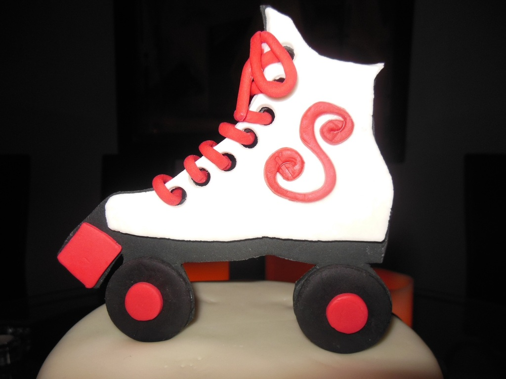 gum paste and fondant roller skate laces done with clay extruder