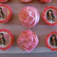 Icarly   24 cupcakes, strawberry with edible image of iCarly, buttercream icing