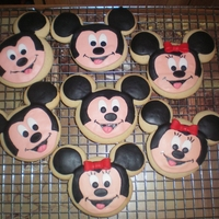 Mickey & Minnie Cookies Had to try out the cookie cutter. ;) Fondant on sugar cookies.