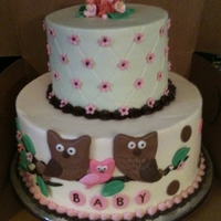 Baby Owl iced in buttercream with fondant accents. Matched invitations to baby shower