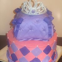 Princess first pillow cake and first tiara. Not bad for first attempt i think :)
