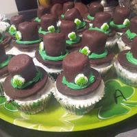 Stpatricks Day Cupcakes Made These For My Daughters Class They Were A Hit Its A Gram Cookie On Bottom Of Hat And A Marshmellow Dipped In St.Patricks Day cupcakes. Made these for my daughters class. They were a hit Its a gram cookie on bottom of hat, and a marshmellow dipped...