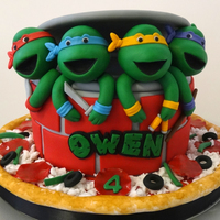 Teenage Mutant Ninja Turtles many thanks to Toni of White Crafty Cakes for her detailed instructions and BellaCakes2012 for her great video tutorial on the turtle heads...