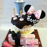 Minnie Mouse Birthday Party Cake All decorations made out of fondant and gumpaste.