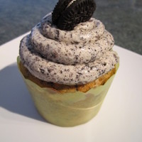 Cookies 'n Cream Cupcake White cake mixed with Oreo pieces, topped with Oreo BC frosting and a mini Oreo.
