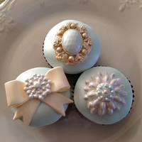 Pretty Jeweled Cupcakes TFL