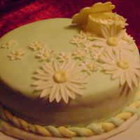 Daisy Cake green fondant with fondant and gumpaste decor, daisies and trinkey box, cake was done for a cake class