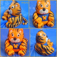 Tiger/fondant My first fondant/gumpaste tiger!
