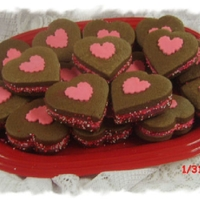 Valentine Sandwich Cookie This is an idea from Glorious Treats and the chocolate cookie recipe is from Cookie Crazie! Thank you both for sharing!