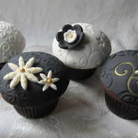 Black, White & Gold Cupcake Favors