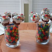 Cupcake Pop Bouquet These are cute mini- cupcake pops arranged in a bouquet. They are inspired by blogger Bakerella!