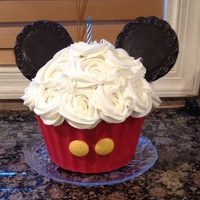 Mickey Mouse Giant Cupcake Mickey Mouse Giant cupcake