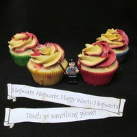Harry Potter Cupcakes Cupcake liners in House colors and Gryffindor swirls. Banner is from Bakingdom blog.