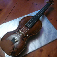Classical Violin   Fondant Covered violin made to replicate the birthday girl's antique violin