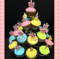 Princces Cupcakes Vanilla & Chocolate Cupcakes, covered with vanilla buttercream, in the traditional way to ice cupcakes neatly and quickly with spatula...