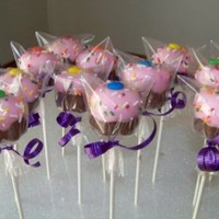 Cake Pops taken from Bakerellas cake pop book.