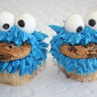 Cookie Monster.... Cupcakes to go with a 1st birthday cake. Such fun to do....