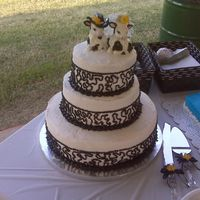 Img00020.jpg  the bride really didnt care what the cake looked like she just wanted to show off her cow cake toopers. so i just did something really...