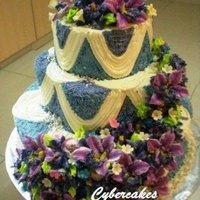 1318990971.jpg Purple Flowers on Wedding Cake!