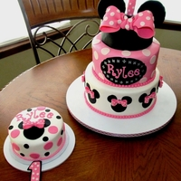 Minnie Mouse Cake This is a cake that I made for my Cousin's 1st birthday. She just loves Minnie Mouse.