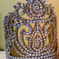 Gumpaste Crown Gumpaste Crown with nonedible gems