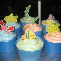 Ocean Wonders Cupcakes Figures made with gumpaste and painted by hand.