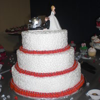 Osu Wedding Cake A friend of mine recently married her OSU obsessed fianc?e...which worked out great because she too is OSU obsessed! She found this great...