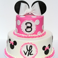 Minnie Mouse For Vivi Leigh   Buttercream with fondant accentsThanks for looking! :)