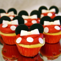 Minnie Mouse Theme Cupcakes Chocolate and vanilla cupcakes decorated with fondant. simple and sweet