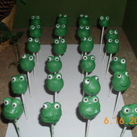Frog Cakepops Oreo + Cream Cheese covered in green Candy Melts