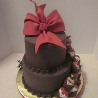 Chocolate And Tuxedo Strawberry Cakes