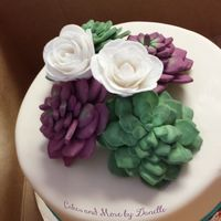 Arizona Cake Succulents and white roses