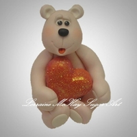 Love You Bear Cute topper just in time for Valentine's Day! Sugarpaste and CMC (Tylose), hand made. :o)