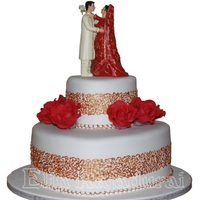 Asian Weddingcake Heart weddingcake with gold painted filligree and red roses