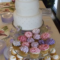 Simple Wedding With Mini Cupcakes