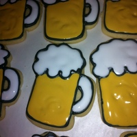Oktoberfest Beer Mug Cookies I made these for our Relay for Life team to sell at our community Oktoberfest celebration. I made these, red, yellow and green apple...