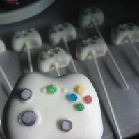 Xbox Cake Pops Chocolate WASC with vanilla coating, CC accents