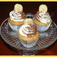 Banana Swirl Cuppies Moist banana cupcakes topped with a swirl of chocolate and vanilla cream cheese icing topped with a fresh slice of banana. TFL!