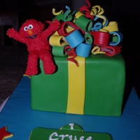 Elmo Smash Cake Here is a smash cake for a 1 year old. I want to give credit to ihategeggies for her inspiring cake. It was fun to do. Elmo is made out of...