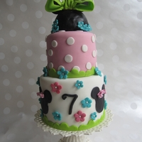 Minnie Mouse Bowtique A mini Minnie Mouse cake to match the Bowtique theme! 6/4 confetti cake covered in MFF. TFL!