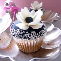 Wedding Cupcakes For A Photo Shoot
