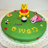 Winnie The Pooh All is edible, sugarpaste modeling