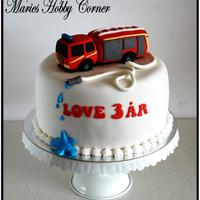 Fire Truck Cake. Firetruck modelled in sugarpaste.