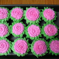 Flower Cupcakes Fun, fast and easy to make! The kids love these!