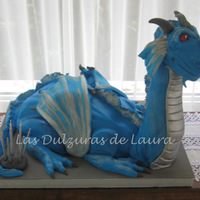 Dragon Cake Vanilla cake, filled with dulce de leche and chocolate chips, covered in fondant. TFL!