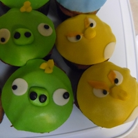 Angry Birds Cupcakes   Fondant covered cupcakes