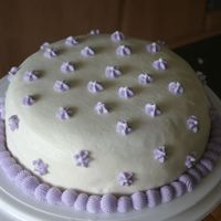 "White_And_Purple_Cake.jpg   First ""viva paper-towel method"" of smoothing. It's all buttercream."