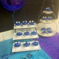 Cookie Monster Cupcakes With Combs Instead Of Cookies Cookie Monster Cupcakes With Combs Instead Of Cookies