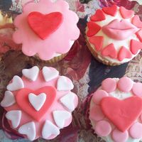Love Cupcakes buttercream and fondant